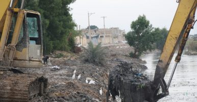 با پیگیریهای فرماندار و نماینده شوش؛ طرح لايروبی رودخانه شاوور شوش با همکاری شهرداری و سازمان آب و برق خوزستان آغاز شد